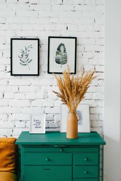 fiori secchi e vaso vintage per appartamento