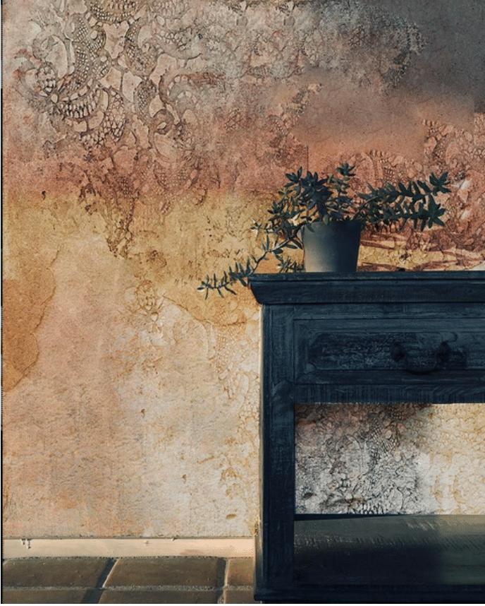 esempio decorazione moderna ad impronta con pizzo o centrino eseguita con stucchi.